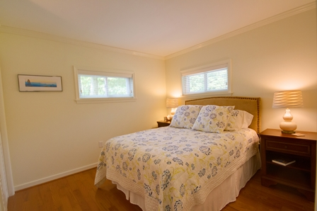 2 Queen Beds/sleeps 4, Linens provided, alarm clocks,
