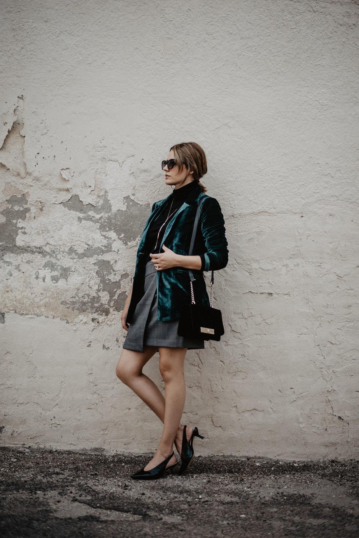 Kaylie-Sirek-Photography-Lifestyle-Photographer-Lincoln-Kearney-Hastings-GrandIsland-Grand-Island-city-urban-downtown-lifestyle-blog-blogger-fashion-style-fall-autumn-plaid-grunge-90s-retro-Nebraska-36.jpg