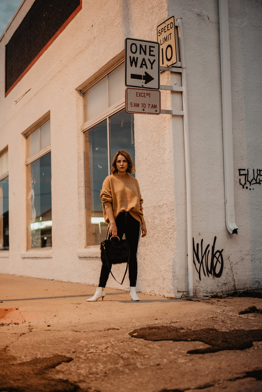 Kaylie-Sirek-Photography-Lifestyle-Photographer-Lincoln-Kearney-Hastings-GrandIsland-Grand-Island-city-urban-downtown-lifestyle-blog-blogger-fashion-style-fall-autumn-plaid-grunge-90s-retro-Nebraska-39.jpg