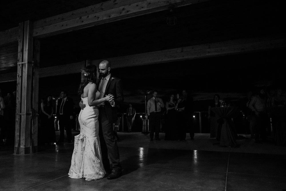 Kaylie Sirek Photography – Nebraska Wedding and Engagement Photographer – Glacial Till Vinyard – 131.jpg