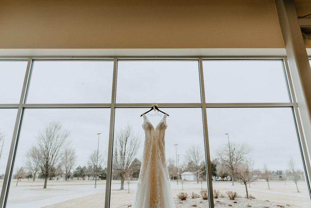 Kaylie-Sirek-Photography-Kearney-Wood-River-Nebraska-Babels-Barn-Wedding-009.jpg