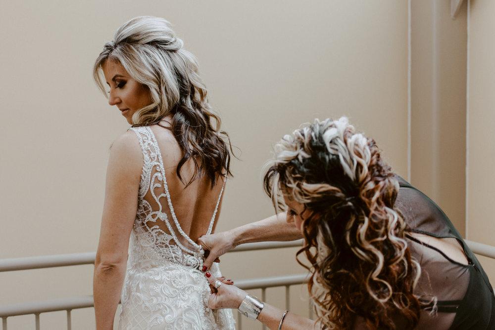 Kaylie-Sirek-Photography-Kearney-Wood-River-Nebraska-Babels-Barn-Wedding-013.jpg