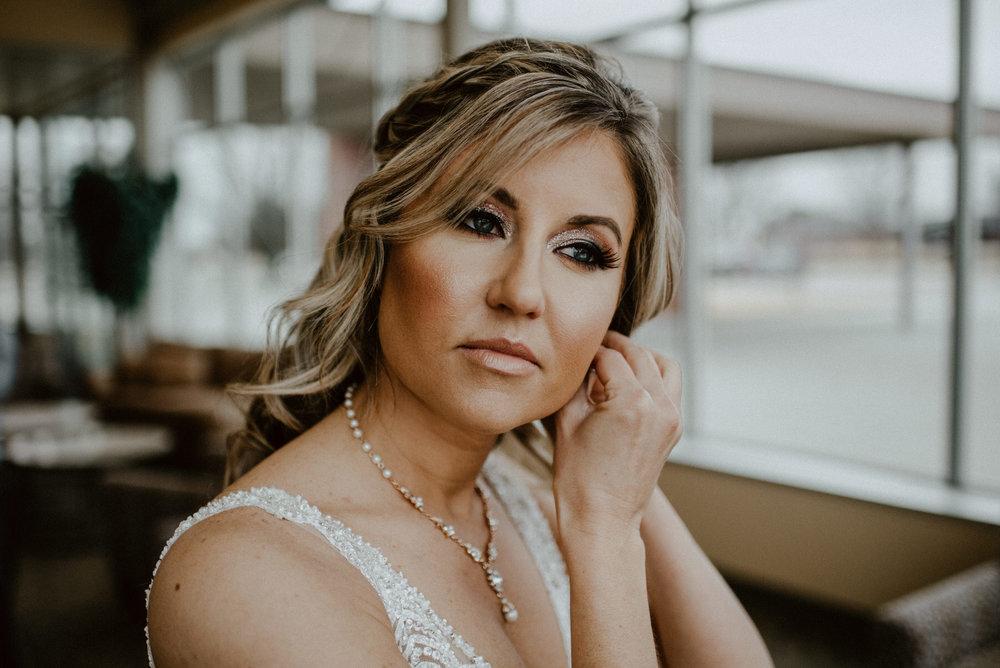 Kaylie-Sirek-Photography-Kearney-Wood-River-Nebraska-Babels-Barn-Wedding-015.jpg
