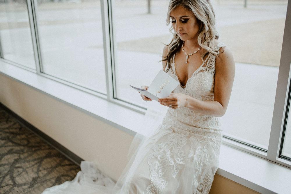 Kaylie-Sirek-Photography-Kearney-Wood-River-Nebraska-Babels-Barn-Wedding-019.jpg