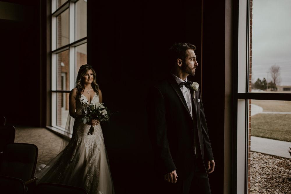 Kaylie-Sirek-Photography-Kearney-Wood-River-Nebraska-Babels-Barn-Wedding-025.jpg