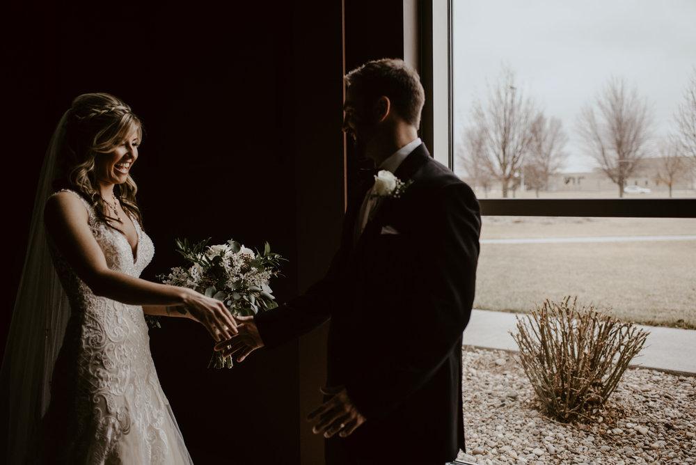 Kaylie-Sirek-Photography-Kearney-Wood-River-Nebraska-Babels-Barn-Wedding-026.jpg