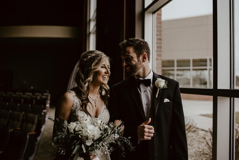 Kaylie-Sirek-Photography-Kearney-Wood-River-Nebraska-Babels-Barn-Wedding-029.jpg