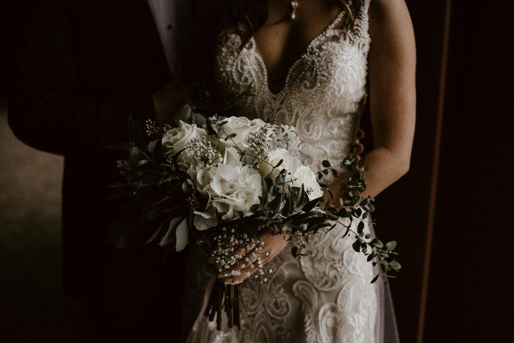 Kaylie-Sirek-Photography-Kearney-Wood-River-Nebraska-Babels-Barn-Wedding-030.jpg