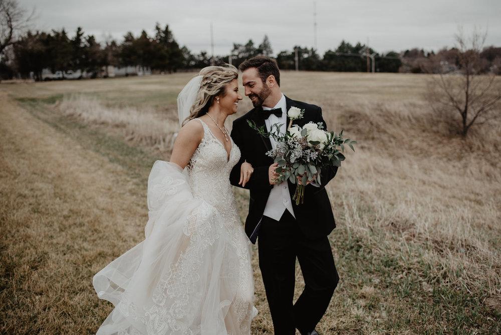 Kaylie-Sirek-Photography-Kearney-Wood-River-Nebraska-Babels-Barn-Wedding-032.jpg