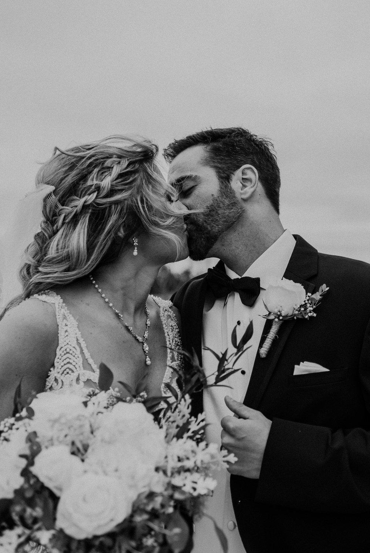 Kaylie-Sirek-Photography-Kearney-Wood-River-Nebraska-Babels-Barn-Wedding-038.jpg