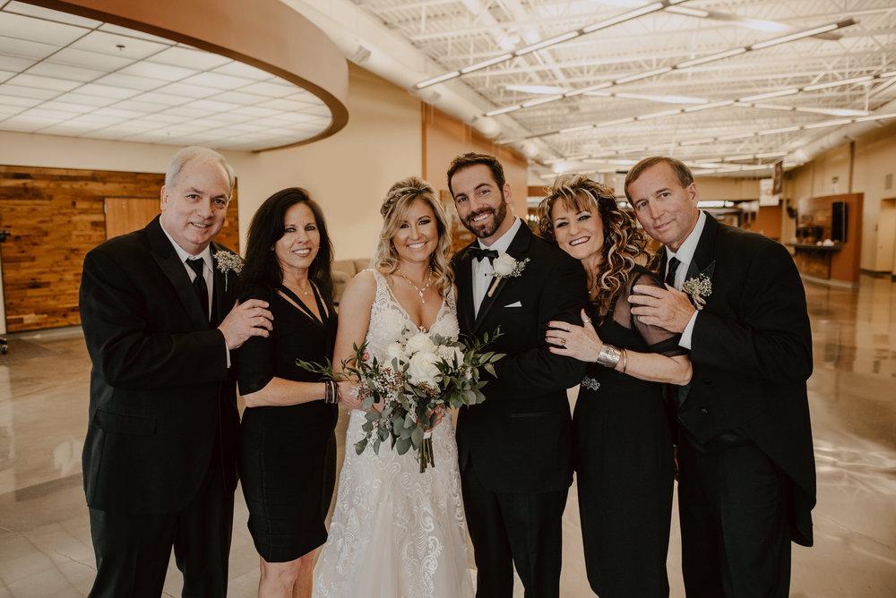 Kaylie-Sirek-Photography-Kearney-Wood-River-Nebraska-Babels-Barn-Wedding-039.jpg