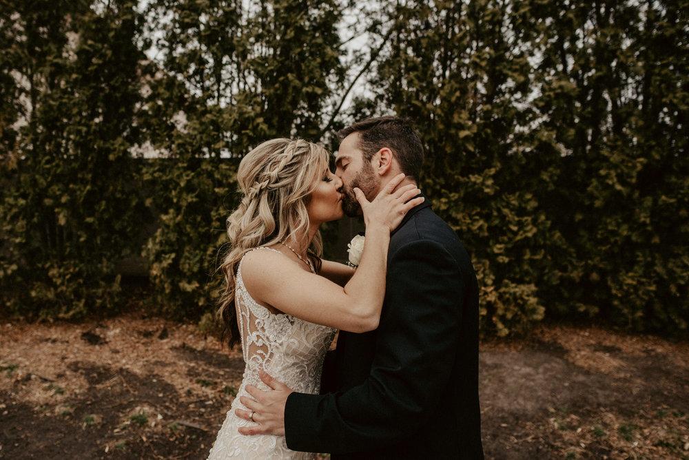 Kaylie-Sirek-Photography-Kearney-Wood-River-Nebraska-Babels-Barn-Wedding-058.jpg