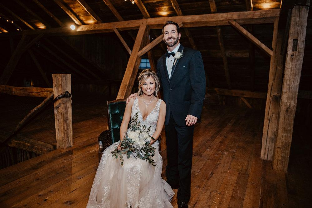 Kaylie-Sirek-Photography-Kearney-Wood-River-Nebraska-Babels-Barn-Wedding-060.jpg
