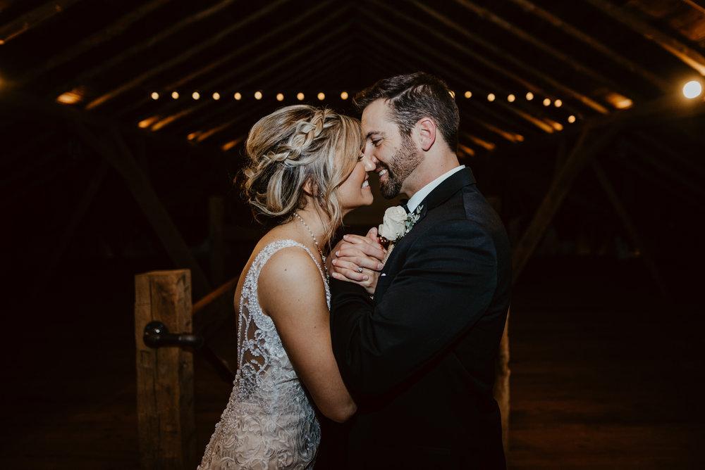 Kaylie-Sirek-Photography-Kearney-Wood-River-Nebraska-Babels-Barn-Wedding-061.jpg