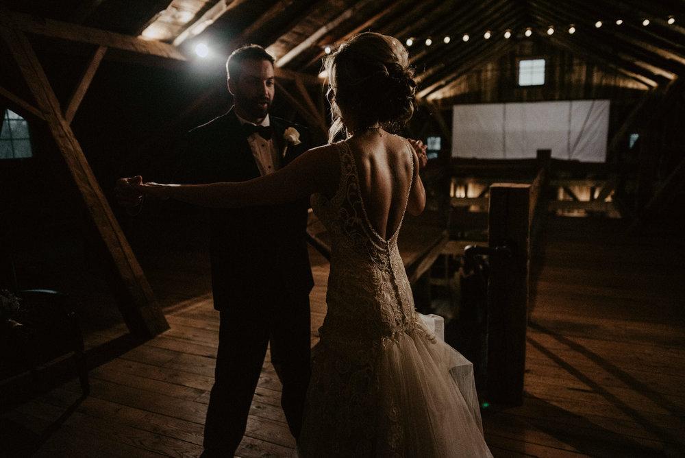 Kaylie-Sirek-Photography-Kearney-Wood-River-Nebraska-Babels-Barn-Wedding-064.jpg
