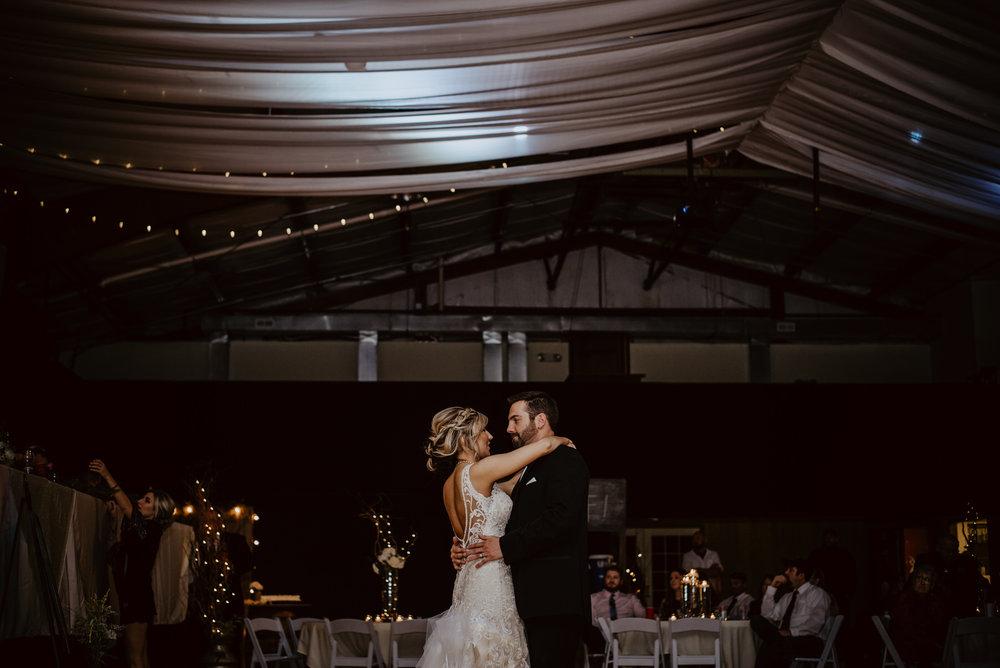Kaylie-Sirek-Photography-Kearney-Wood-River-Nebraska-Babels-Barn-Wedding-075.jpg