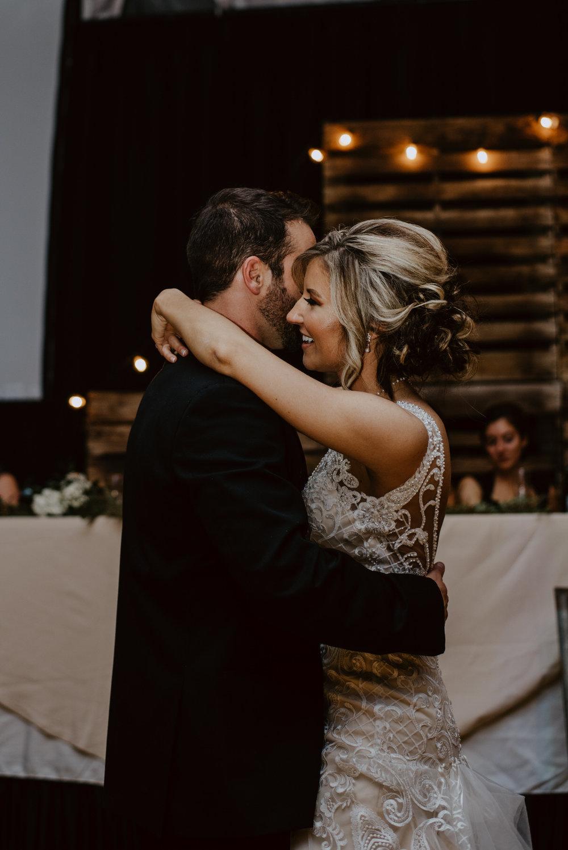 Kaylie-Sirek-Photography-Kearney-Wood-River-Nebraska-Babels-Barn-Wedding-077.jpg