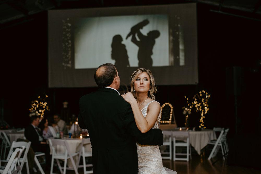 Kaylie-Sirek-Photography-Kearney-Wood-River-Nebraska-Babels-Barn-Wedding-079.jpg