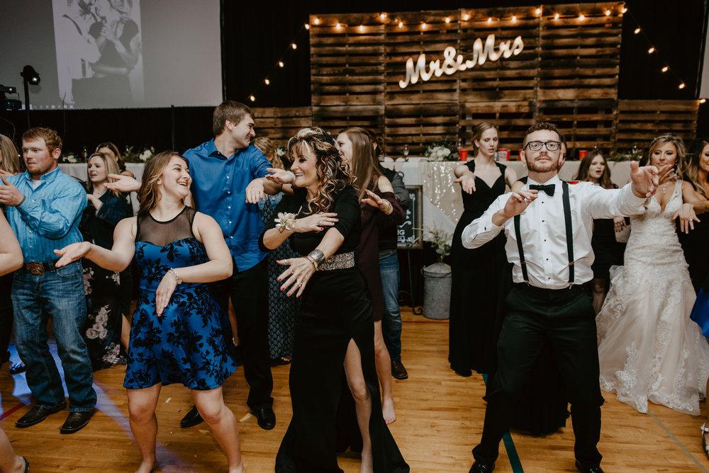 Kaylie-Sirek-Photography-Kearney-Wood-River-Nebraska-Babels-Barn-Wedding-083.jpg