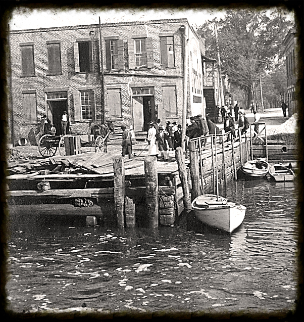 Wharf on the Sampit River, c.1916. Photo property of Georgetown County Museum. All rights reserved.