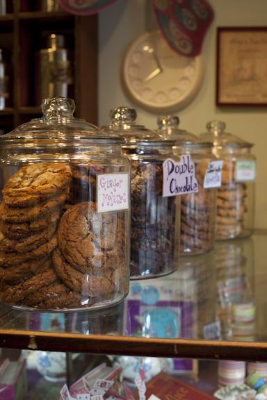 Cookie jars, Alice's Tea Cup Chapter i