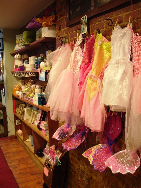 Merchandise, Alice's Tea Cup Chapter i