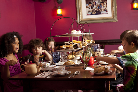 Raspberry Room, Alice's Tea Cup Chapter i