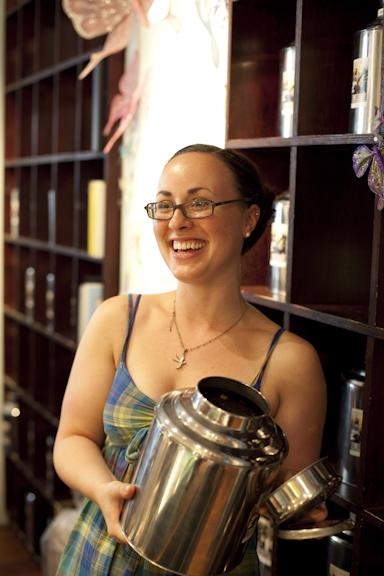 Loose Leaf Tea, Alice's Tea Cup Chapter i