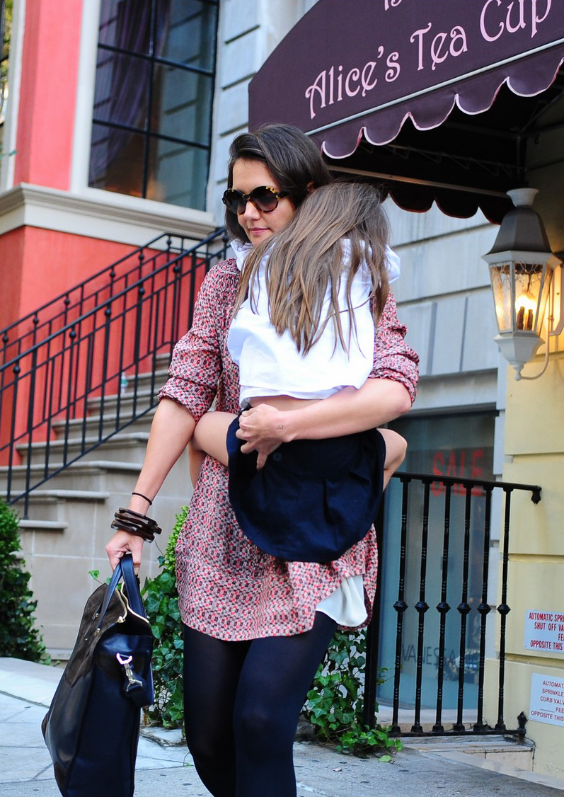 Katie Holmes and Suri Cruise stop by Alice's Tea Cup Chapter ii