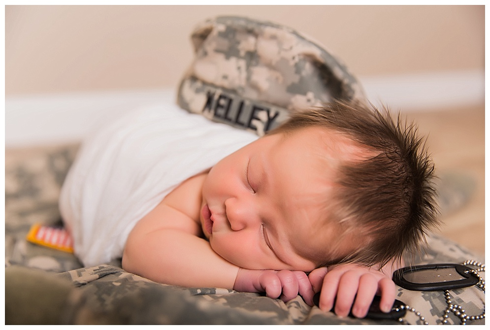 Evelyn visited my studio in October. Her mom brought some precious props which included her daddy's uniform! Thank you Connor for your service! Evelyn, you were adorable, even if you didn't want to sleep all morning with me :)