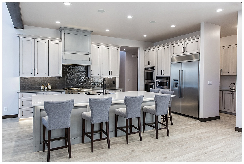 Located on shores of Mandan, this modern home was featured in the Spring 2018 Bismarck-Mandan Parade of Homes tour. I loved the white kitchen, bright living room and patio bathroom. Check out more of there homes  here!
