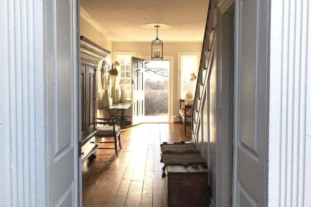 hallwaywh.jpg