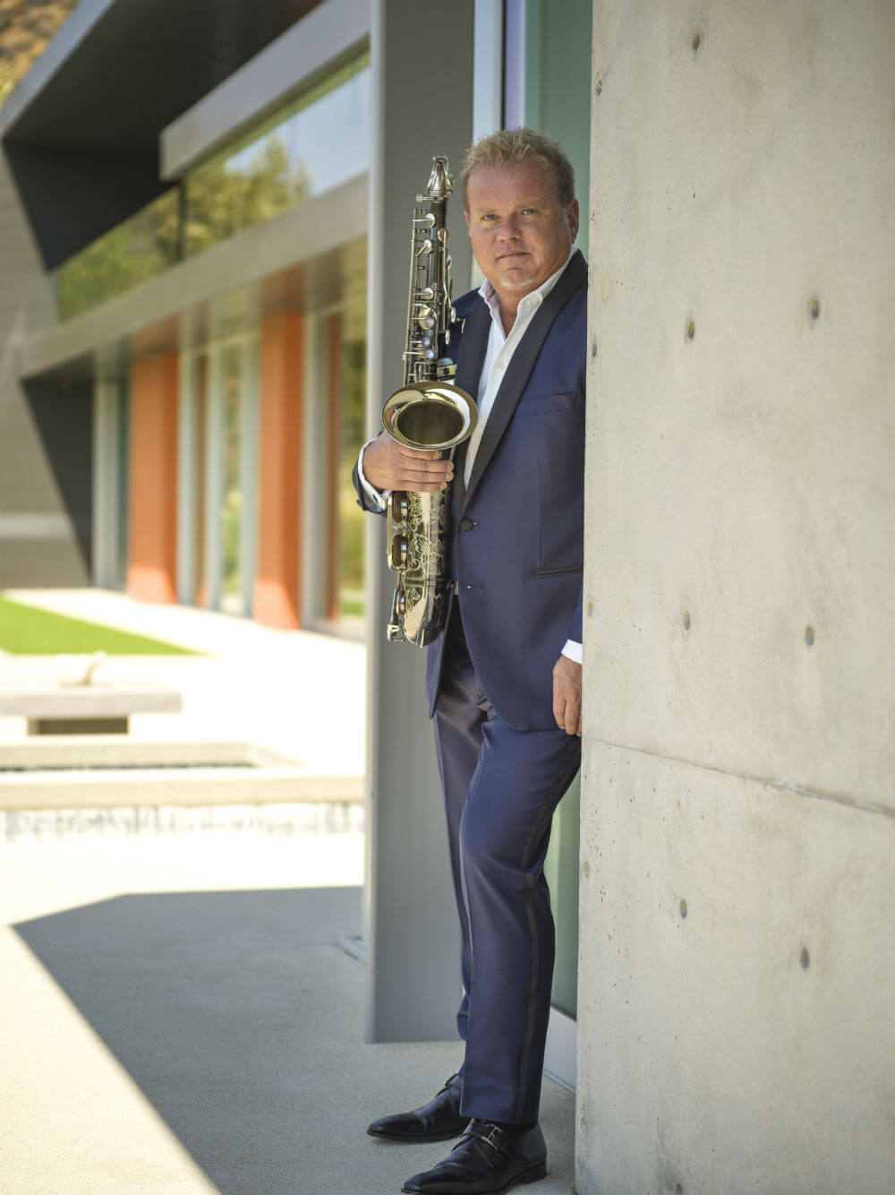 Euge-Groove-On-saxophone-blue-suit-far.jpg