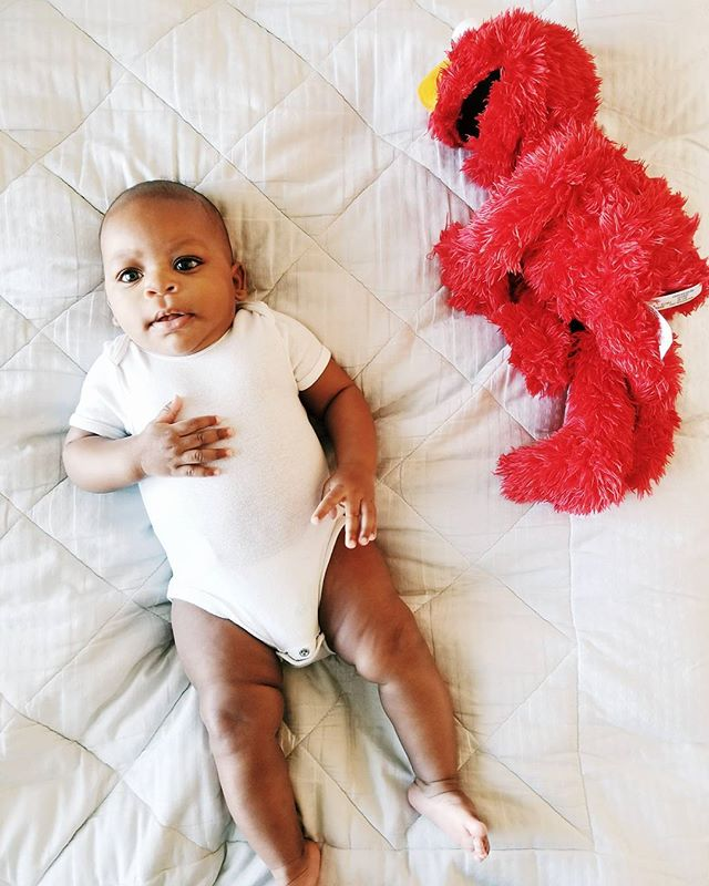 She has a new best friend... Elmo! 🤗  #elmo #dallasblogger #momblogger #momlife #vsco #vscocam #browngirlbloggers