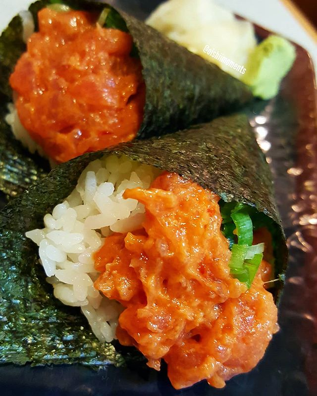 Yesss!!! These spicy tuna hand rolls came with plenty of spicy tuna! It not only appeared stuffed but there were surprisingly more at the bottom of the cones. 😋😍