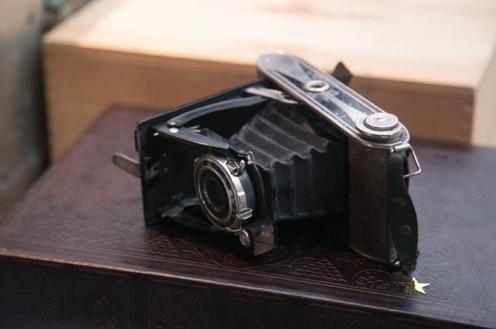 1019    Vieux caméra / Old Camera    1