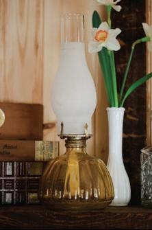 1002    Lampe d'huile / Oil Lamp    1
