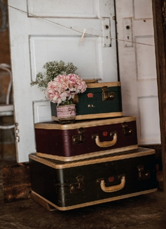 1055    Valise antique / Antique Suitcase    5