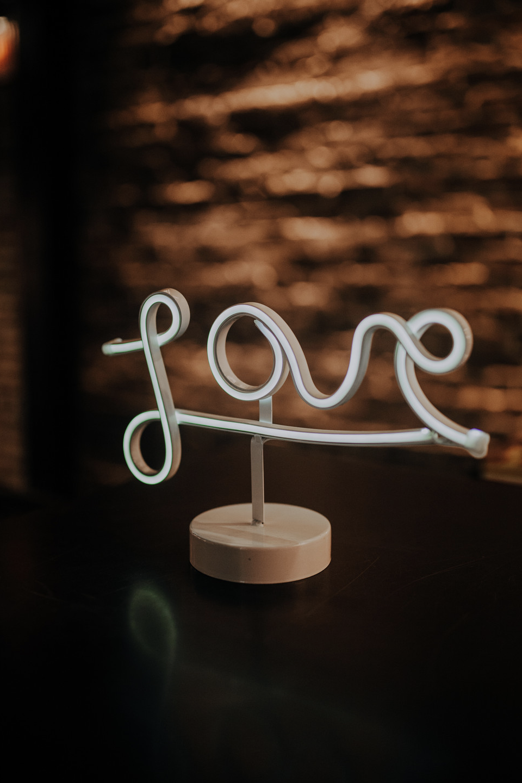 2022    'Love' en néon / Neon LOVE    1
