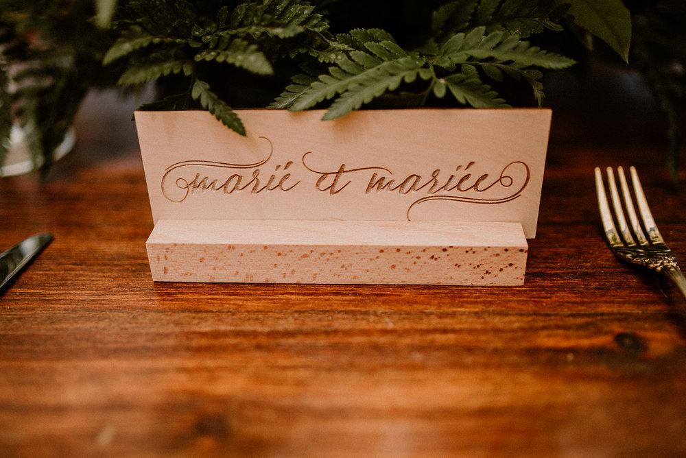 Affiche en bois gravé / Engraved Signs    Personnalisé / Custom