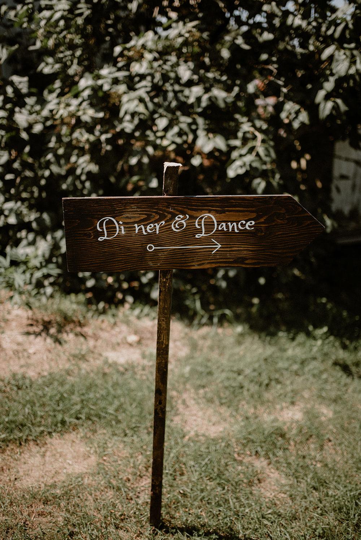 1069    Panneaux en bois personnalisé / Custom Wooden Signs    Personnalisé / Custom
