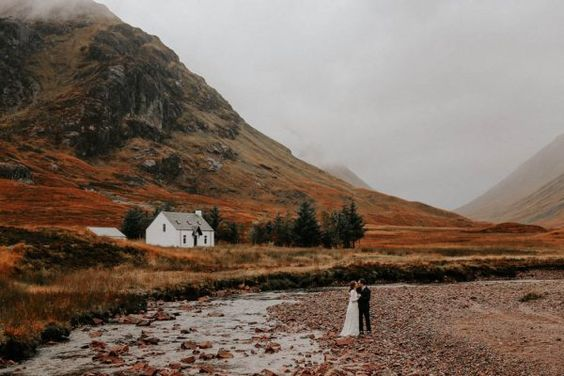 https://junebugweddings.com/wedding-blog/scottish-highlands-destination-elopement-adventure/
