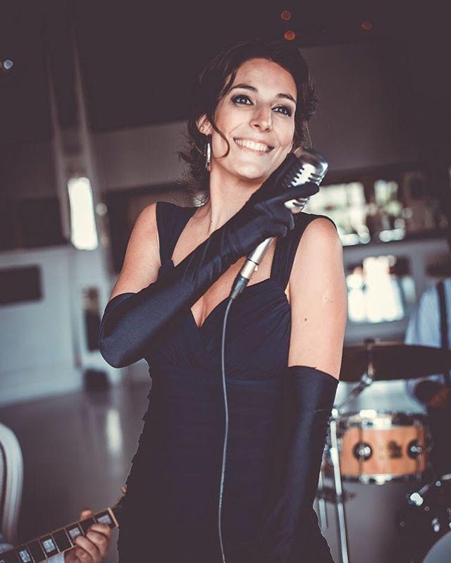 Con una sonrisa la semana se comienza mejor✨ . . . 👉🏼www.vbjazz.com  Ph: @rebecapalavecino  #musicaparaeventos #vintageboulevard #musica #livemusic #jazz #bossanova #wedding #photography #córdoba