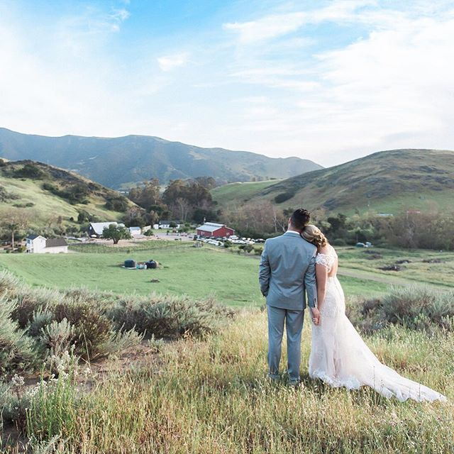 The views of this sunny ranch, barn wedding in SLO on my online journal. www.staceypentlandphotography.com/spring-ranch-wedding (link in profile) @rarahsandall @patmanang @higueraranch @memorymakingevents @btarr_hairmakeup @justbakedslo @allaboutevents #happykampers2017 #sanluisobispoweddingphotographer