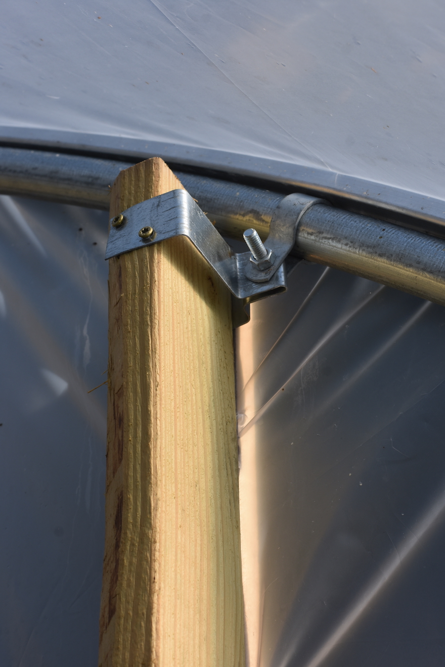 Endwall stud brackets for greenhouses