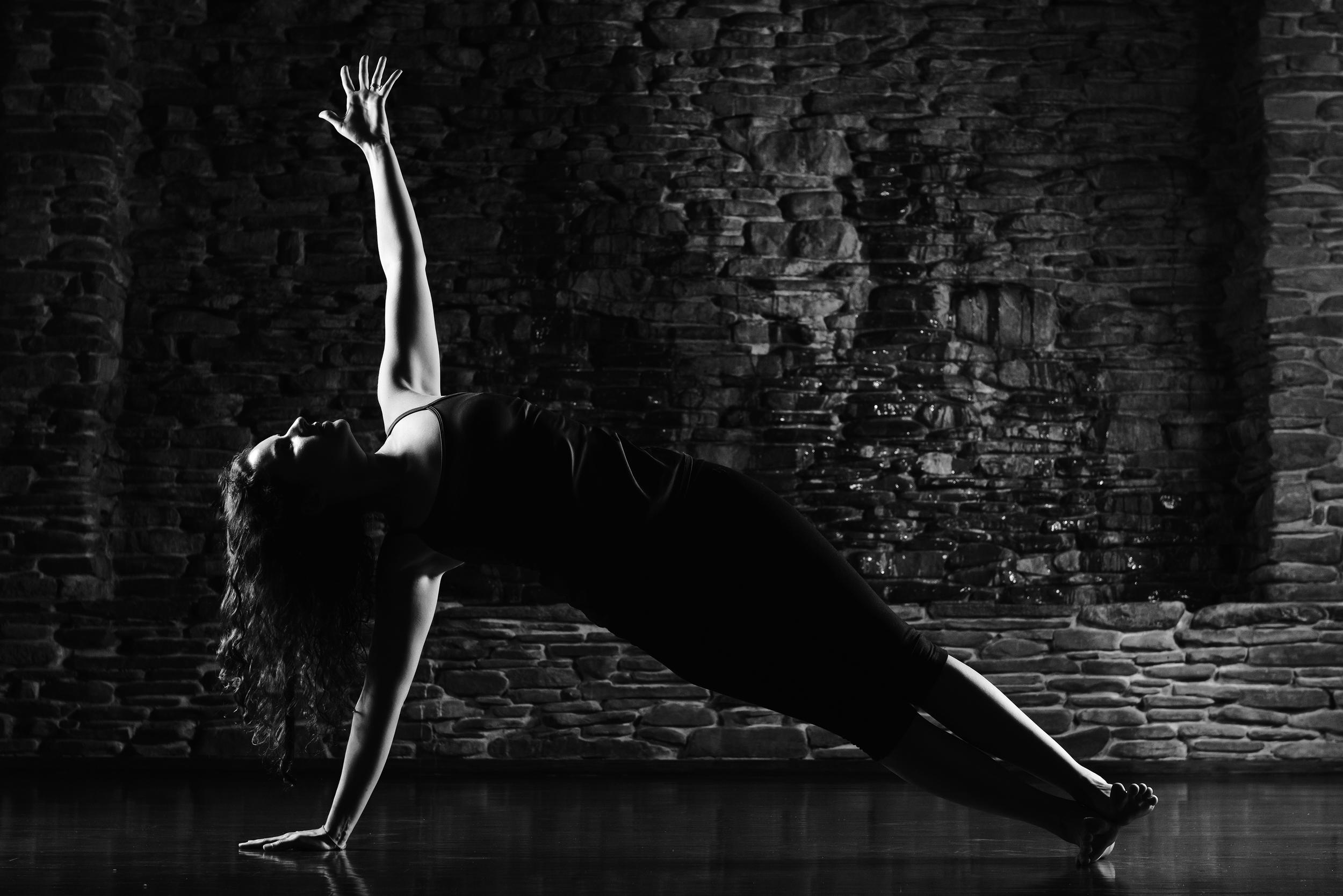 Cailen-Yoga-bw  02