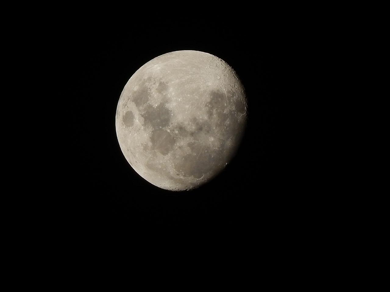 moon-1289674_1280
