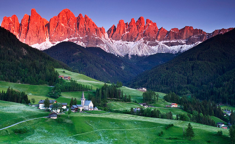 Alpine_glow_Dolomites_St_Magdalena_Italy-L.jpg