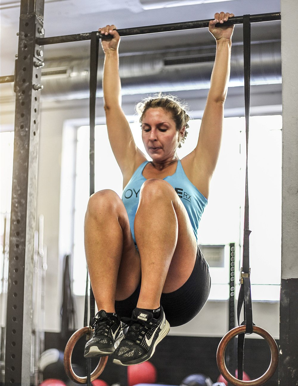 April utilizing her lats doing knees to chest at CrossFit M1 in Milan during our Northern Italy/Switzerland Tour!