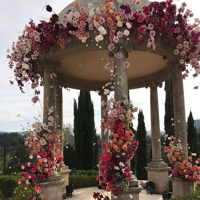 How beautiful 😍 flowers are popular for events but it matters how they're used #inspo